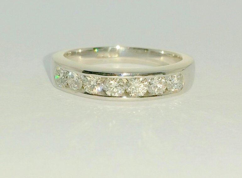 18ct-white-gold-diamond-eternity-ring-ipswich