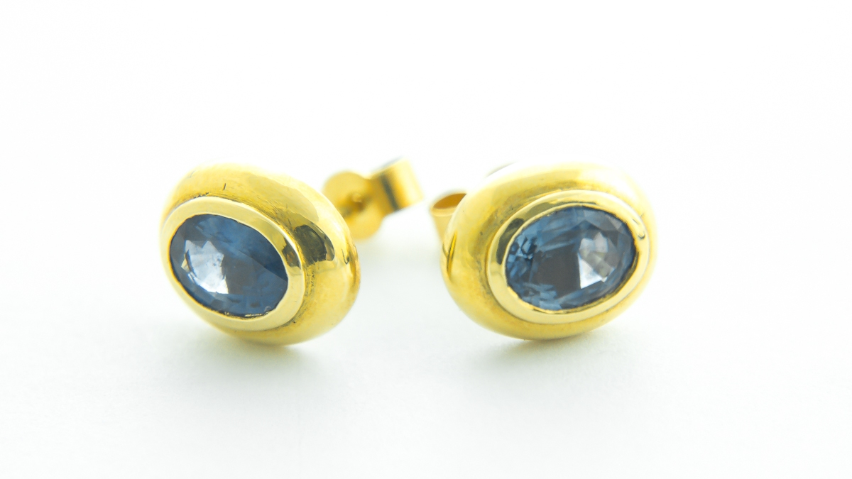 18ct yellow gold oval sapphire stud earrings in Ipswich, Suffolk
