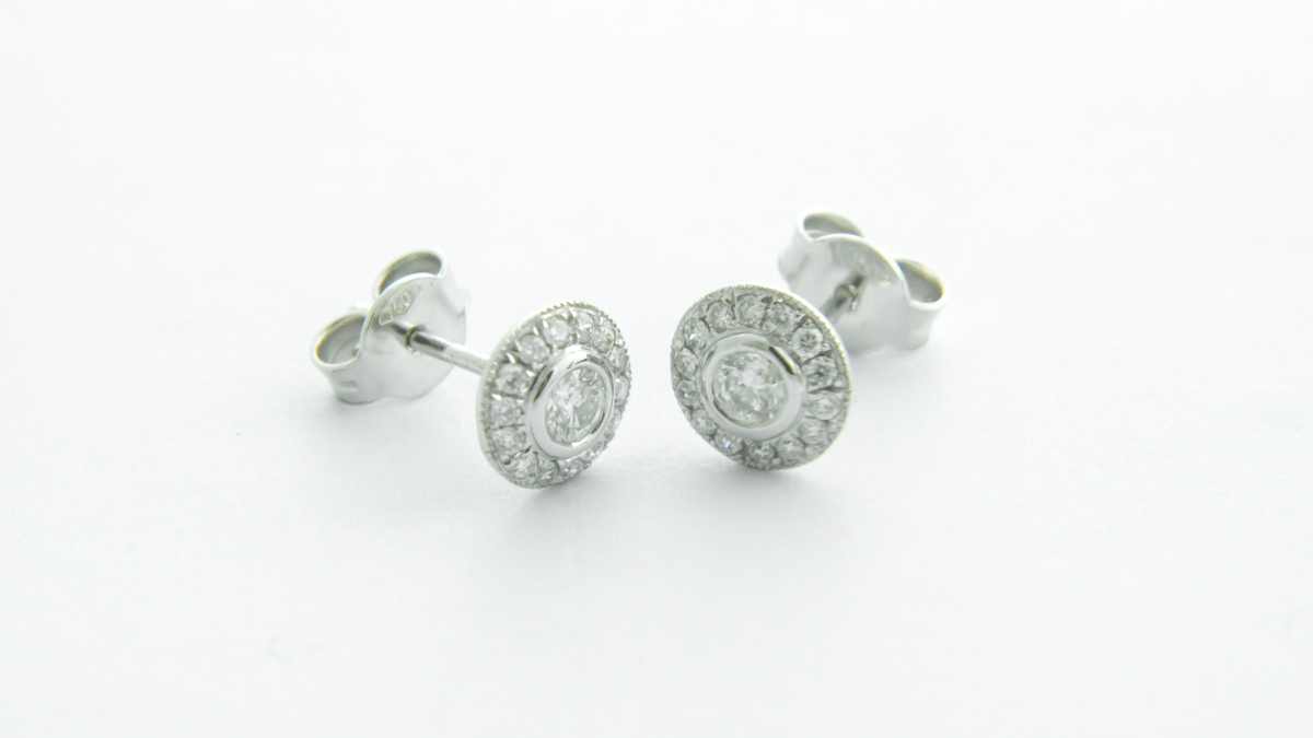 18ct white gold diamond cluster earrings in Ipswich, Suffolk