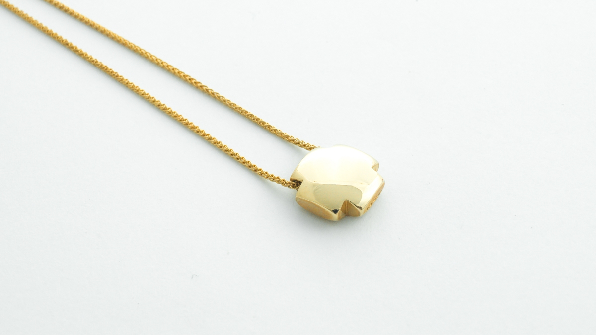 18ct yellow gold chunky handmade cross pendant in Ipswich, Suffolk