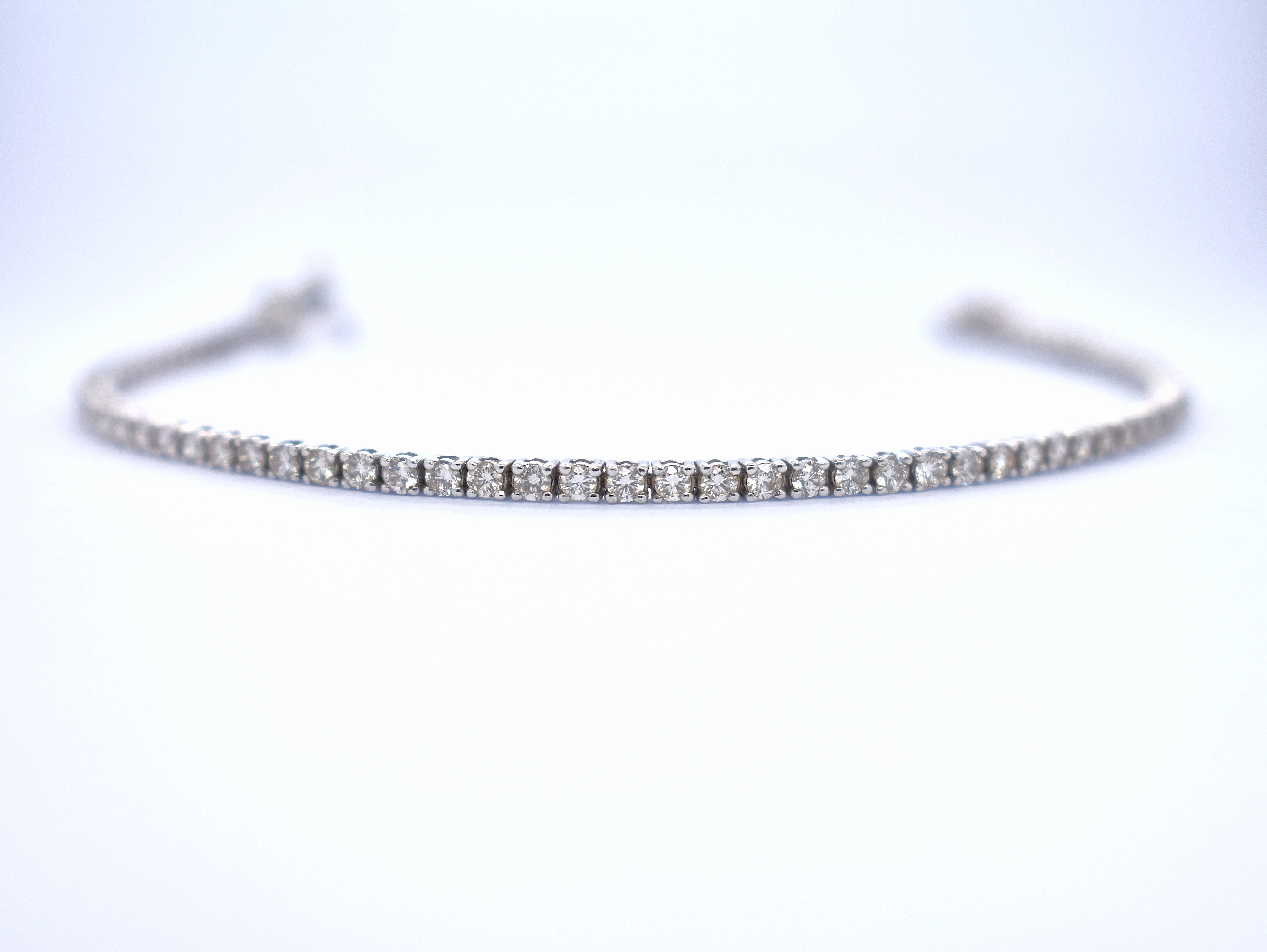18ct white gold 2.66ct diamond tennis bracelet - Carats Jewellers