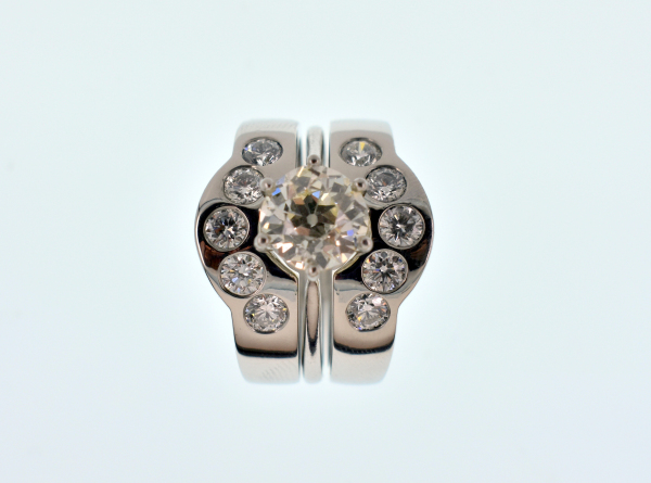 PLATINUM AND DIAMOND FITTED RING SET
